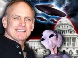 Stephen Bassett pour la divulgation des activités ovnis extraterrestres