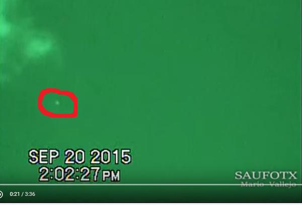 Photo extraite de la vidéo : ovni à San Antonio le 20 septembre 2015. J'ai entouré en rouge l'ovni.