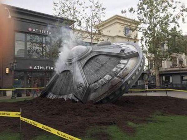 Photo : cette soucoupe volante au centre commercial The Grove, à Los Angeles, USA.