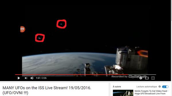 J'ai extrait cette image de la vidéo, et entouré en rouge ces deux ovnis. ISS, le 19 mai 2016...
