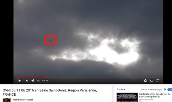 J'ai extrait cette image de la vidéo, et entouré en rouge cet ovni. Il a une forme de sphère noire. C'est ultra ultra rapide ! Ovni en Seine-Saint-Denis, le 11 juin 2016...