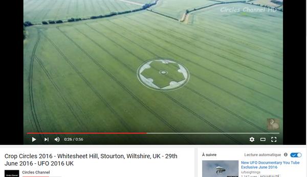 Photo : j'ai extrait cette image de la vidéo. Crop circle en Grande Bretagne, le 29 juin 2016...