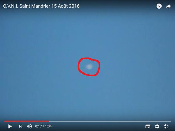 Photo : j'ai extrait cette image de la vidéo, et entouré en rouge l'ovni. A Saint-Mandrier-sur-Mer, le 15 août 2016...