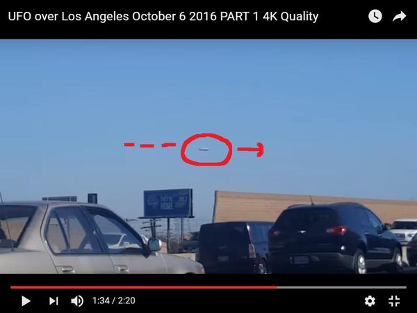 Photo : j'ai extrait cette image de la vidéo partie 1, et entouré en rouge l'ovni. A Los Angeles, le 06 octobre 2016...