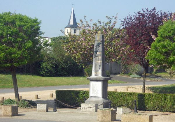 Osnes Ardennes , monument aux morts