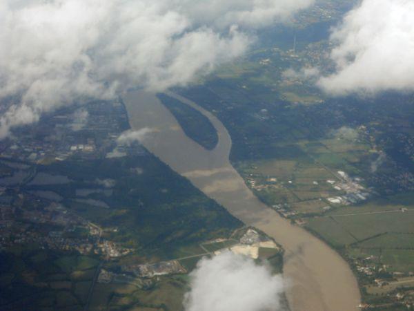 vue d'avion sur la Garonne près de Bordeaux