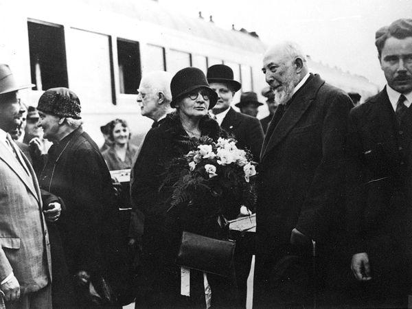 Marie Curie et Claudius Regaud lors d'un voyage en Pologne, mai 1932 (© Fonds Curie et Joliot-Curie/ACJC)