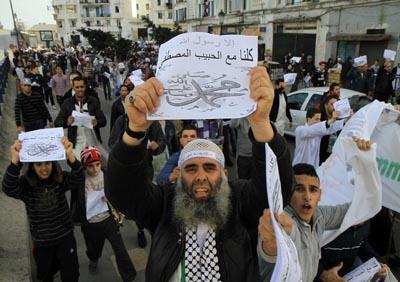 Sous prétexte de dénoncer les caricatures de «Charlie Hebdo» : Des milliers de militants islamistes, dont la majorité de l'ex-FIS, ont investi la ville d'Alger