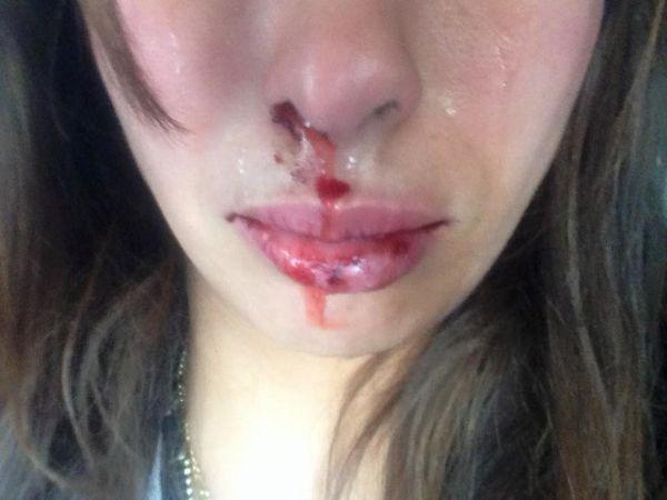 Ce papier a été inséré en solidarité avec cette fille agressée à Alger