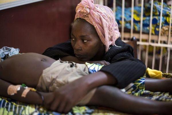 Afriko : pli ol 120.000 afrikaj infanoj mortintaj en 2013 pro falsaj medikamentoj
