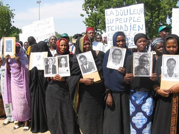 25 jarojn post forlaso de la regno, la eks-diktatoro de Ĉado, Hissène Habré, estas juĝata ekde lundo 20a de julio en Dakaro.