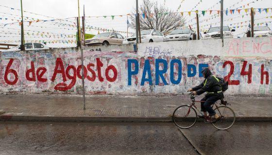 Urugvajo : Ĝenerala striko por pli bonaj salajroj kaj altigo de la Ŝtata buĝeto