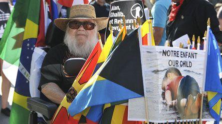 Kanado : Manifestacioj en Montrealo por akcepti rifuĝintojn