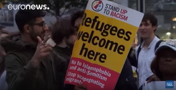 Unuiĝinta Reĝlando : centoj da personoj protestas kontraŭ la « ksenofobia » etoso dum la referenduma kampanjo