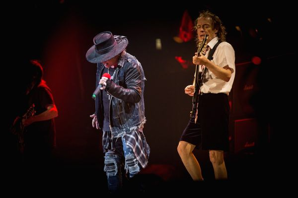 AC/DC (With Axl Rose)- Live At Sunrise