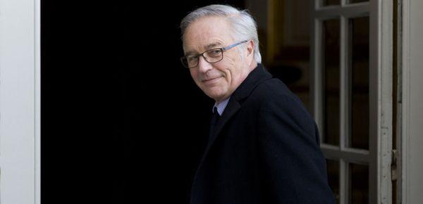 François Rebsamen voudrait supprimer les SMS de rappel aux chômeurs...