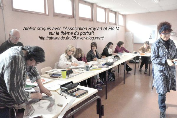 Atelier de Flo explique à l'Association Roy'Art les bases du portrait