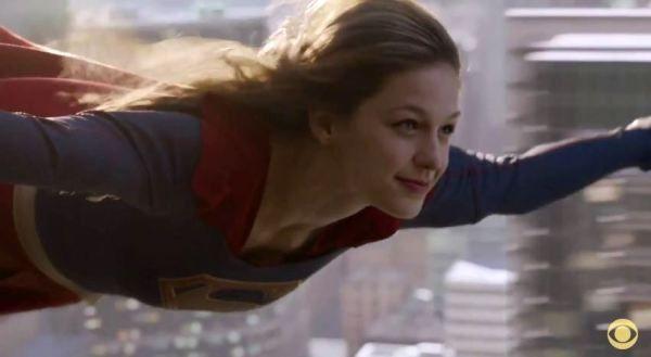 Ni un oiseau, ni un avion, encore plus incroyable : une héroïne (Supergirl)