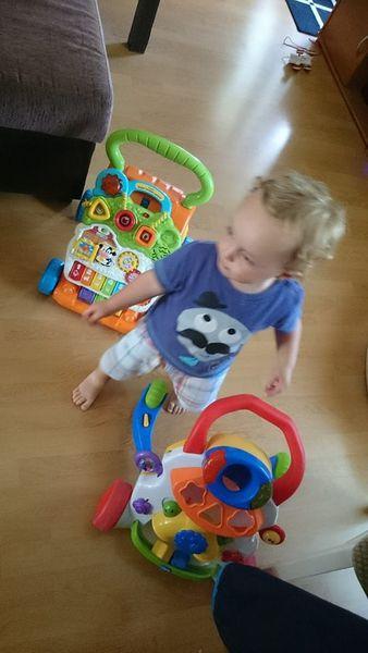 Trotteur VTech vs Trotteur Chicco : Mon Avis de Bébé qui sait tout juste marcher !