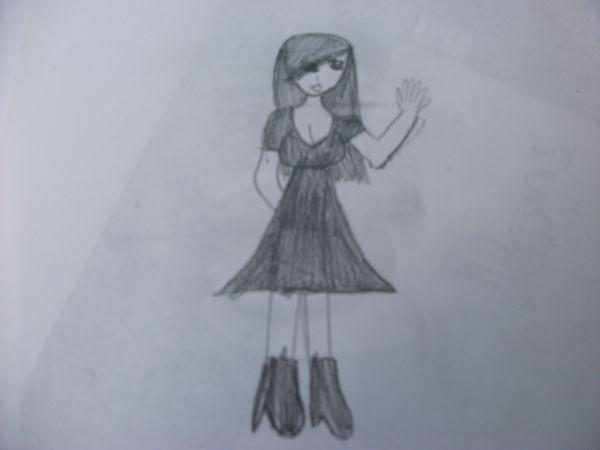 Fille en robe noir courte