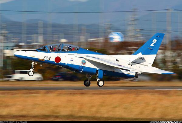 Deux Kawasaki T-4 de la patrouille Blue Impulse se percutent en vol