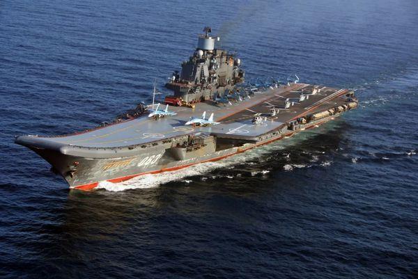 Le porte-avions russe quitte la Mer Méditerranée