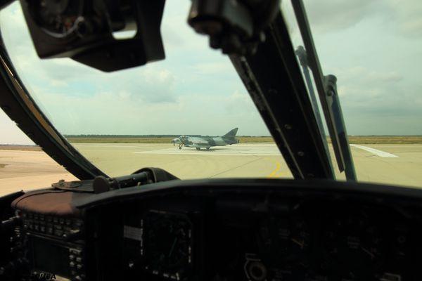 Témoignage : Des Hawker Hunter face aux bâtiments de la Marine Nationale