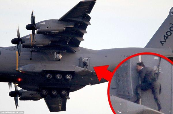 Un A400M utilisé pour le tournage du film Mission impossible V avec Tom Cruise