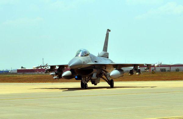 Les Etats-Unis déploient un détachement de six F-16 en Turquie contre l'Etat Islamique