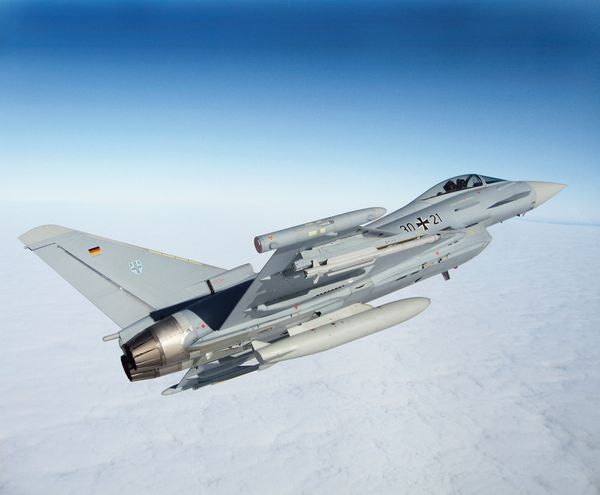 Photo : (c) Eurofighter - Typhoon de la Luftwaffe équipé d'un réservoir externe.