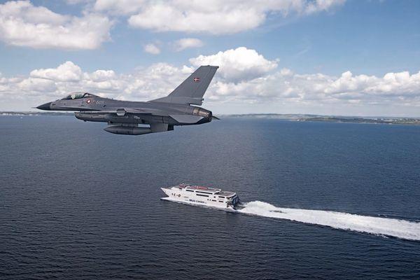 Photo : (c) Flyvevåbnet - Un F-16A de la Flyvevåbnet en mission d'entraînement.