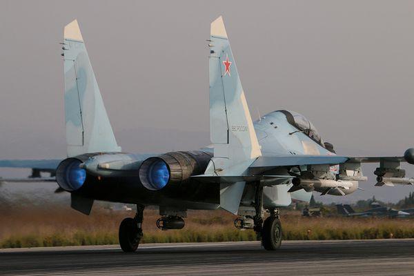 Photo : (c) MINDEF russe - Décollage d'un Su-30SM russe équipé de deux bombes air-sol et de missiles air-air