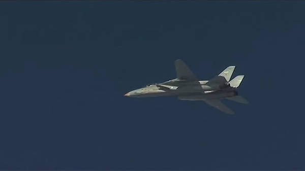 "Photo : capture d'écran vidéo MinDéf russe - F-14 Tomcat iranien escortant un Tu-95 ""Bear"""