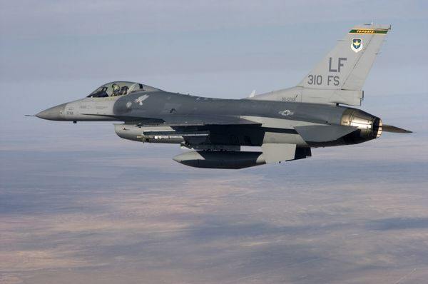 Photo : (c) USAF - Un F-16C du 310th Fighter Squadron de Luke AFB.