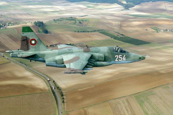 Photo : (c) Force Aérienne Bulgare - Un Su-25 bulgare lors d'un vol d'entraînement.