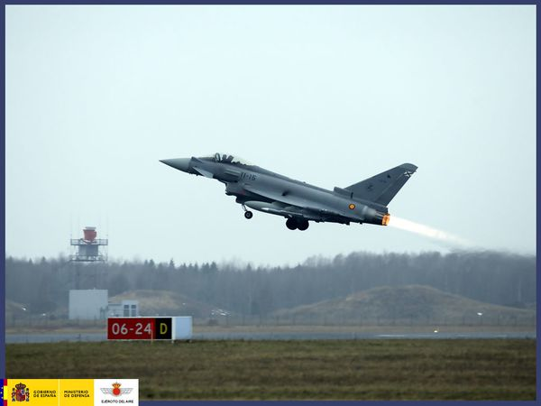Photo: (c) Ejercito del Aire - Décollage d'un Typhoon espagnol lors d'une mission pendant Baltic Air Policing.