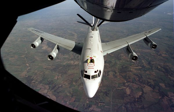Photo : (c) US Air Force - Ravitaillement en vol d'un WC-135 dans le cadre du Limited Nuclear Test Ban Treaty