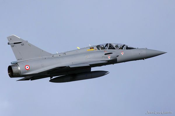 "Photo : © Jean-Luc Guérin / via ""Rafale Fan"" - Décollage du Mirage 2000B-501, banc d'essai Rafale."