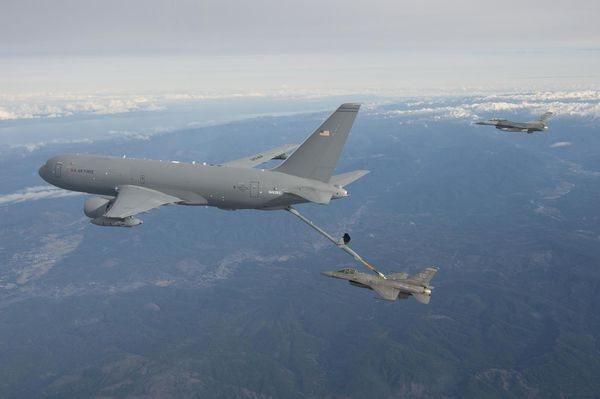 Photo : © Boeing - Premier ravitaillement en vol pour le KC-46A.