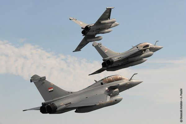 Photo : © Dassault Aviation / Anthony PECCHI - Vol en formation des trois premiers Rafale DM Egyptiens.