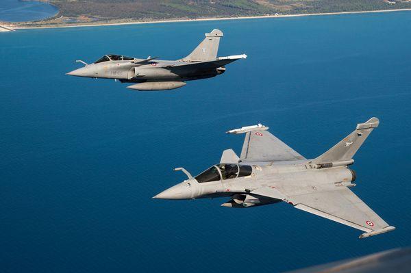 © Armée de l'Air - Deux Rafale C déployés en Corse pendant une campagne de tirs.