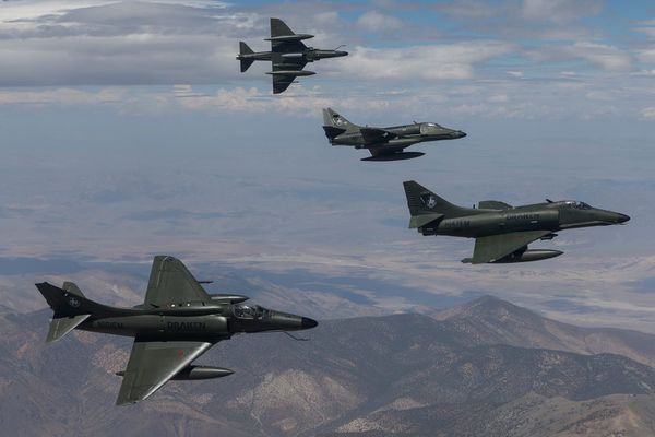 © Draken International - Eclatement d'une formation de quatre A-4 Skyhawk de chez Draken International.