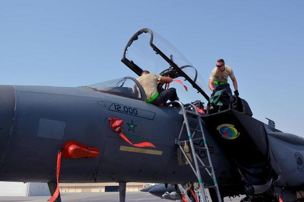 © USAF - Le F-15E Strike Eagle à détenir 12 000 heures de vol et la seule victoire aérienne sur F-15E.
