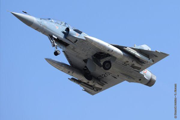 © Dassault Aviation - Un Mirage 2000TI équipé d'un missile MICA IR.