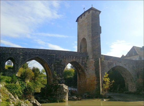 Vieux pont d'Orthez , Orthez ( Pyrénées-Atlantiques 64 ) AA