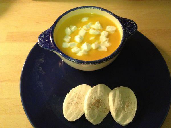Soupe carottes pommes de terre à la mozzarella