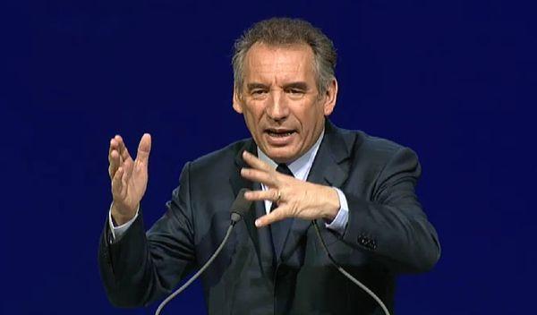 Bayrou inaugure une allée a Pau