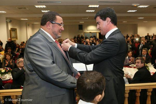L'Islam recompensé par Valls !!