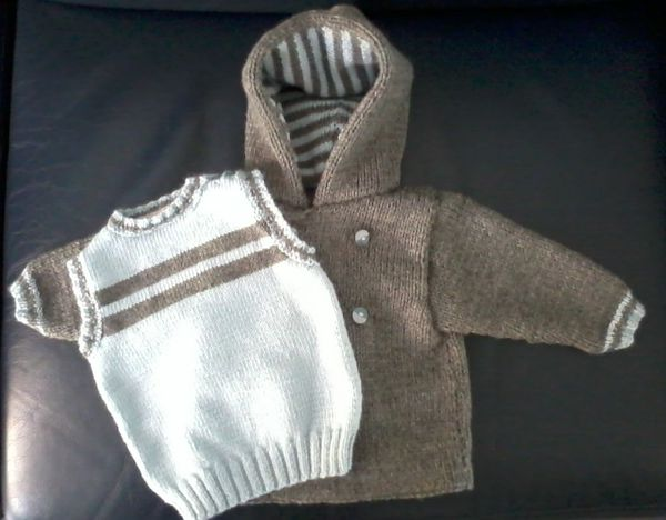 Tricot layette : manteau et pull assortis
