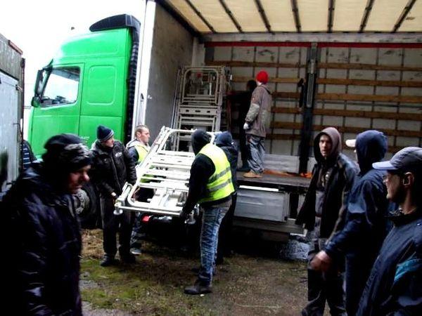 Le camion envoyé le 1er mars est déchargé en Lettonie le 8 mars...